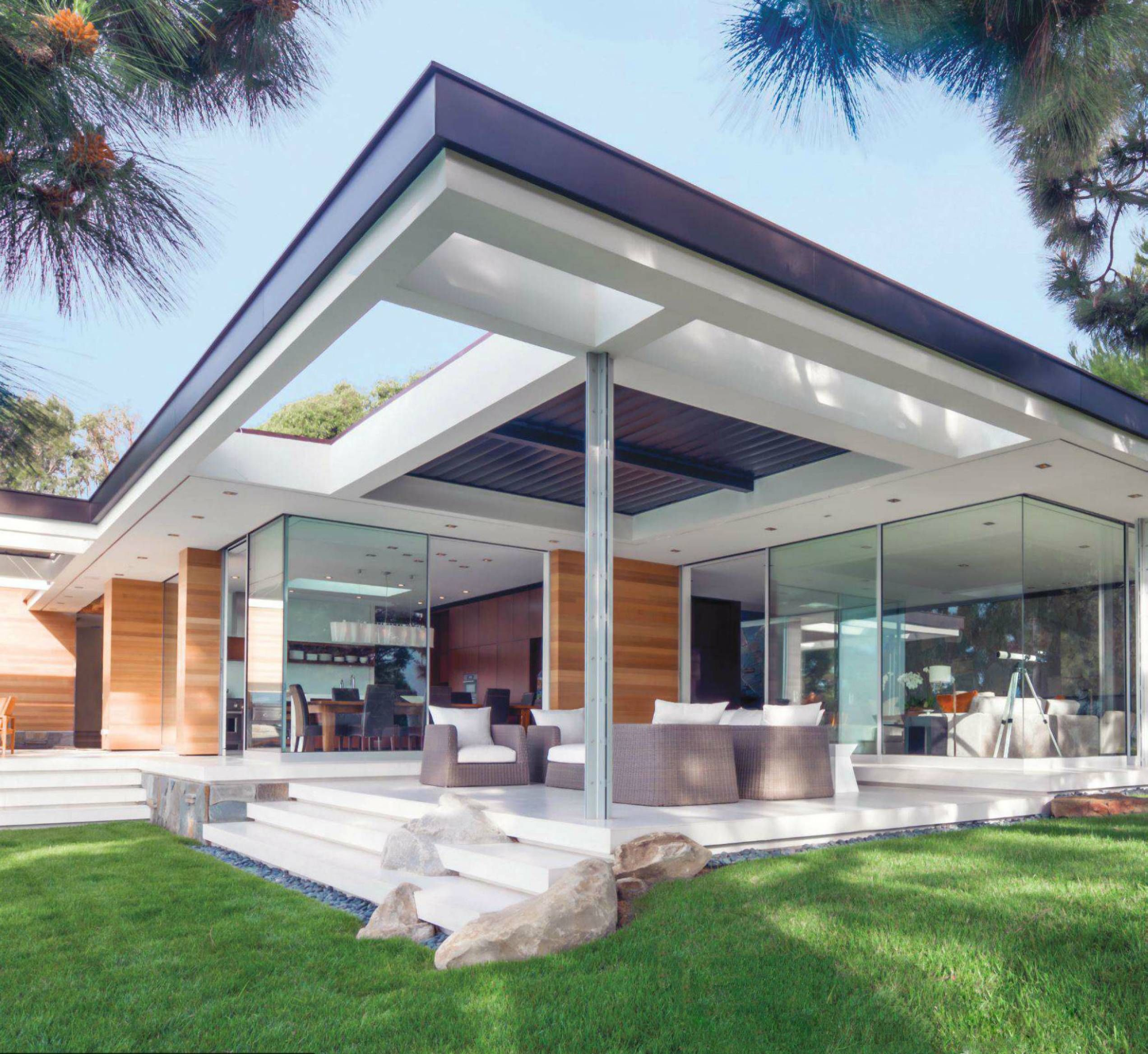 18 Awe Inspiring Modern Home Exterior Designs That Look Casual: Modern Home With Floor To Ceiling Glass Windows And