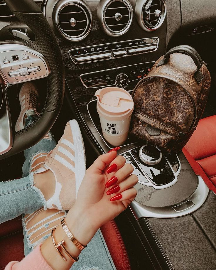 "ʙʟᴏɴᴅɪᴇ ɪɴ ᴛʜᴇ ᴄɪᴛʏ on Instagram: ""All the V-Day vibes ❤️✌🏼 #REGINA (regina is my cars name in case you're confused and missed my post about it 😂)"""