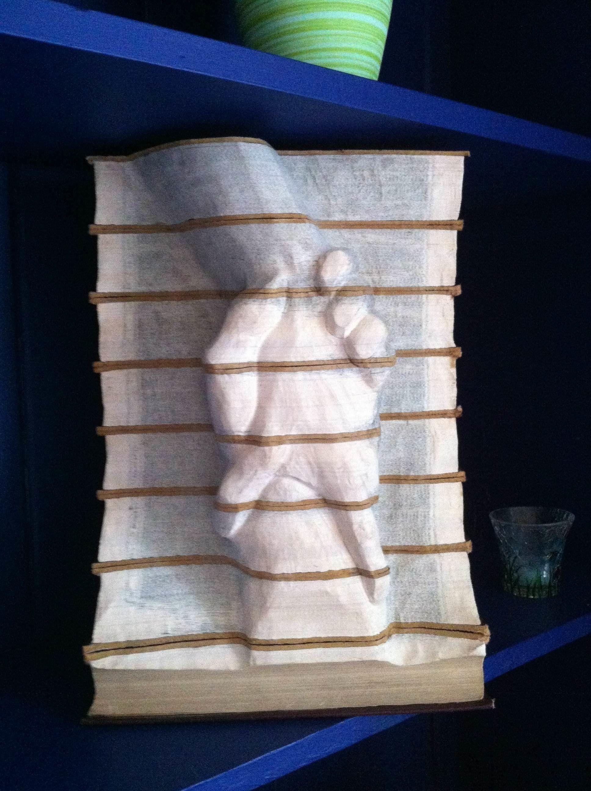 book sculpture 'Uplifting'