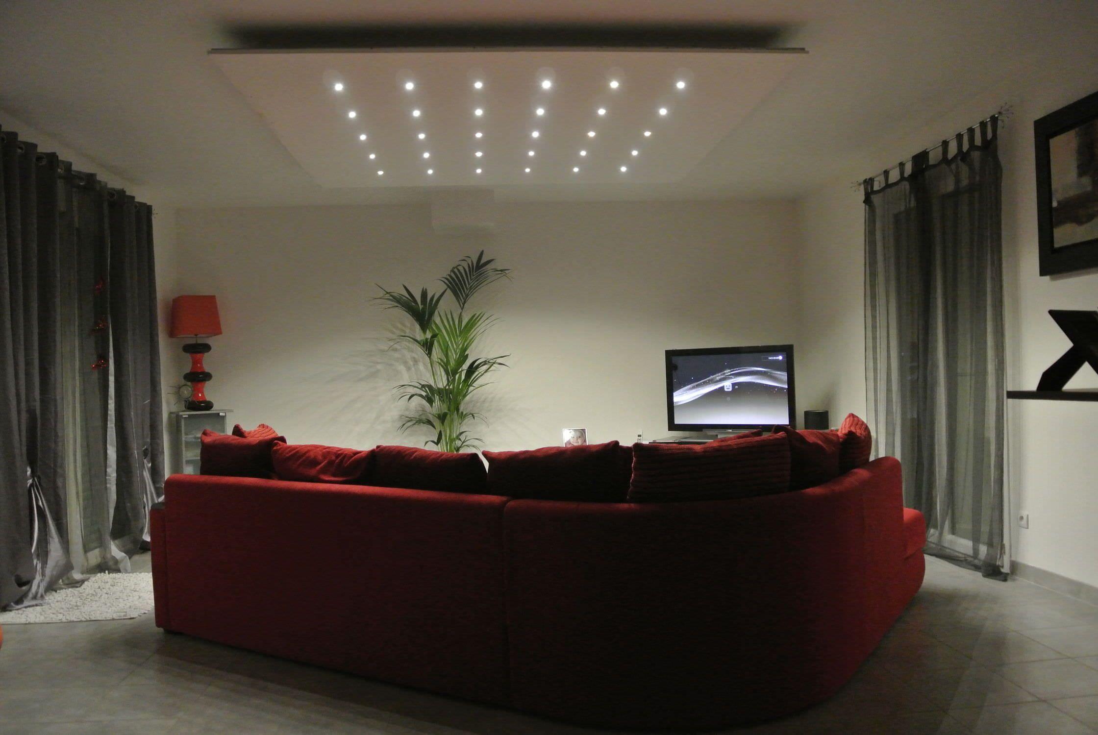 un salotto moderno e chic illuminato da faretti led