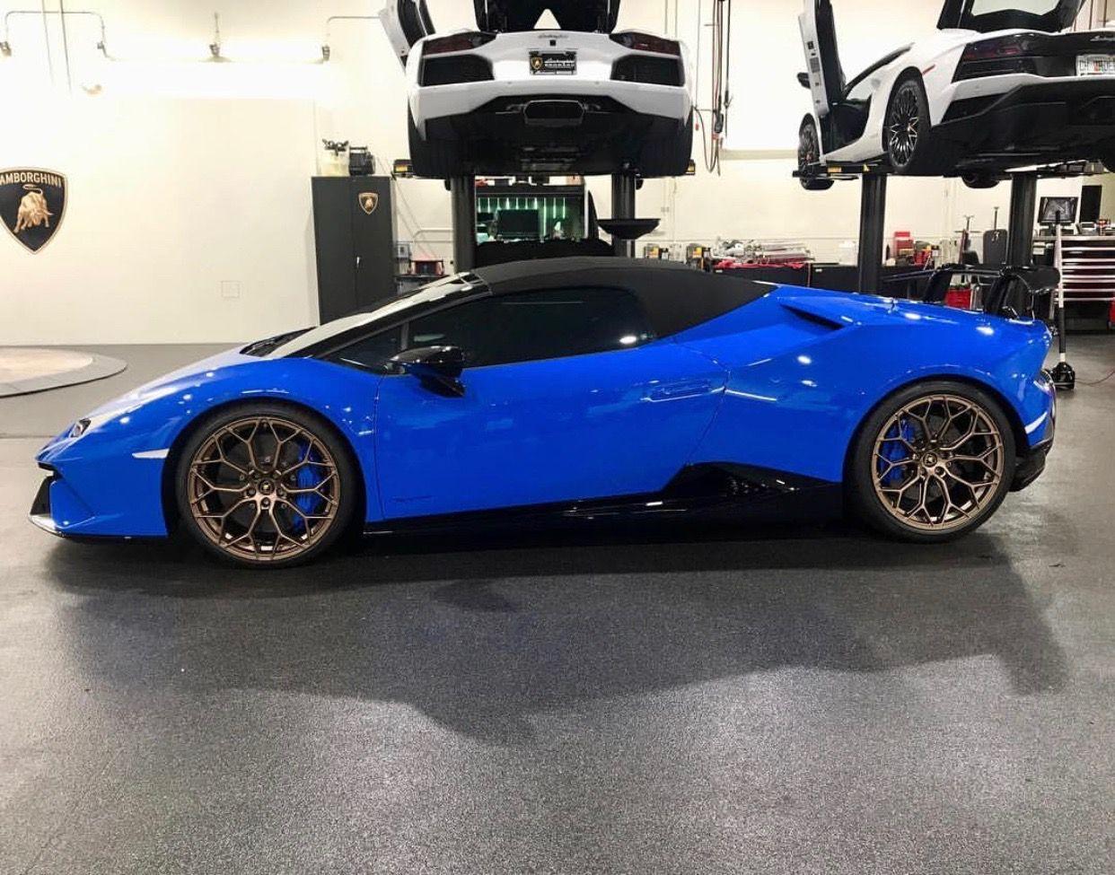Lamborghini Huracan Performante Spyder Painted In Blu Le