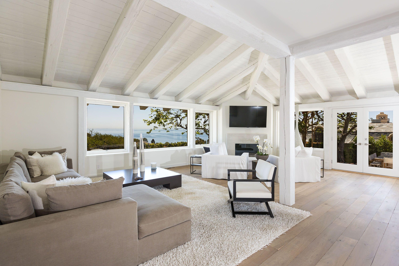 Living room White oak flooring and furniture by Malibu