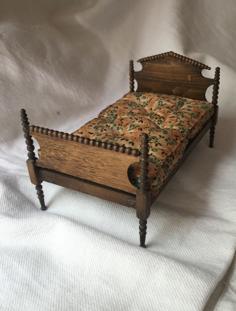 6 21 Rare Tynietoy Antique Spool Bed Jenny Lind Style Made In The 1930s With Mattress Marks Tynietoy Mark Finish Scrape On Headbo Doll Beds Spool Bed Bed