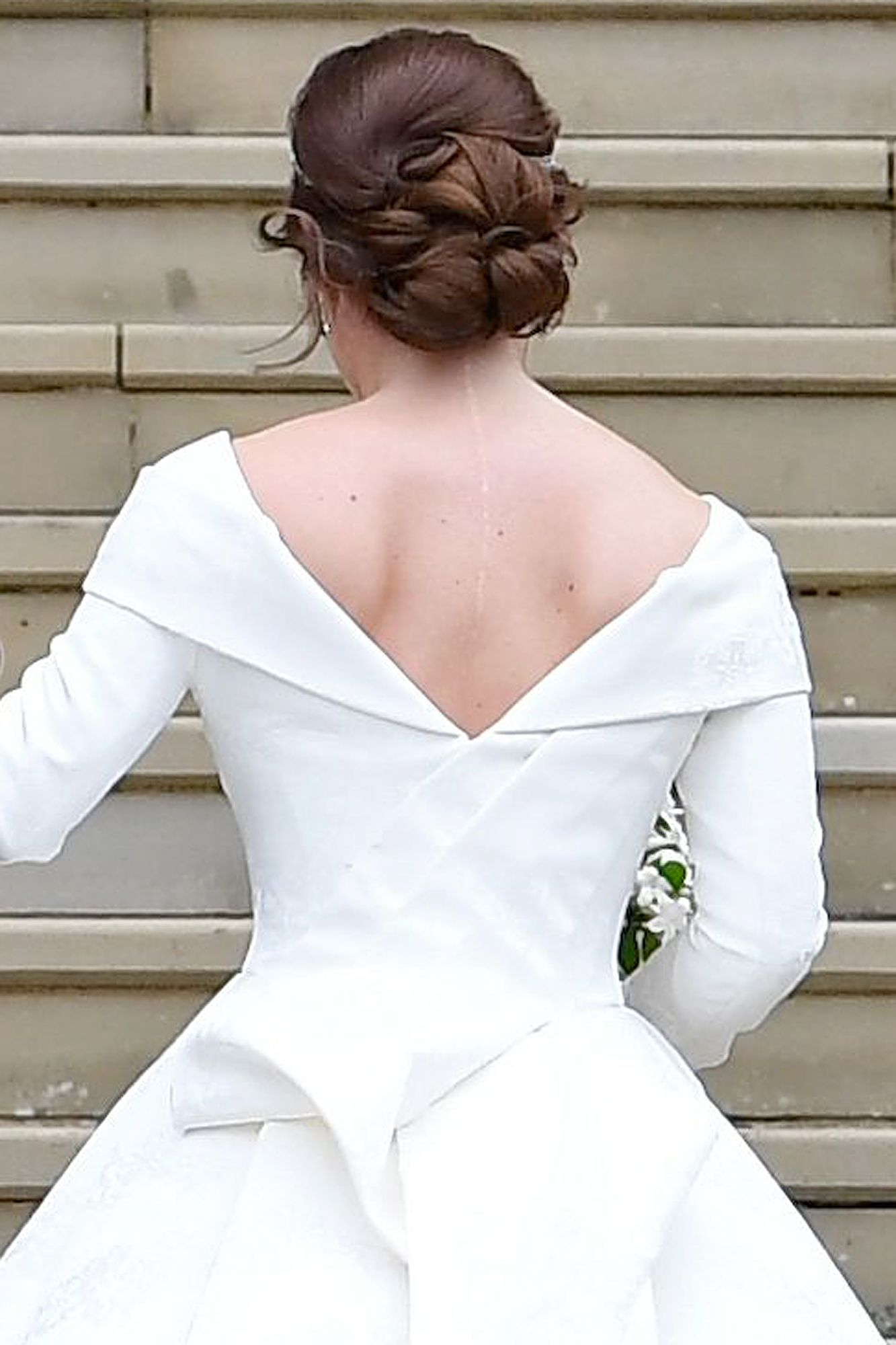 Fergie S Proudest Moment At Daughter S Wedding Was Seeing Eugenie Show Her Scoliosis Scar Royal Blue Dresses Eugenie Wedding Princess Eugenie [ 2000 x 1333 Pixel ]