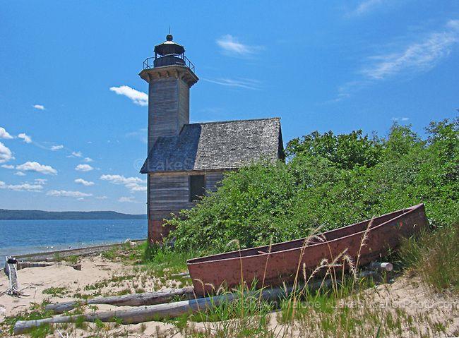 Grand-Island-East-Channel-Lighthouse-2.jpg (650×479)