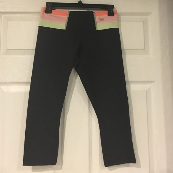 Lululemon Capri Gently worn Lululemon Cropped/Capri leggings! Small color transfer on waist-pictured above-also small amount of pilling in the crotch of pants! No rips or tears or stains! lululemon athletica Pants Capris
