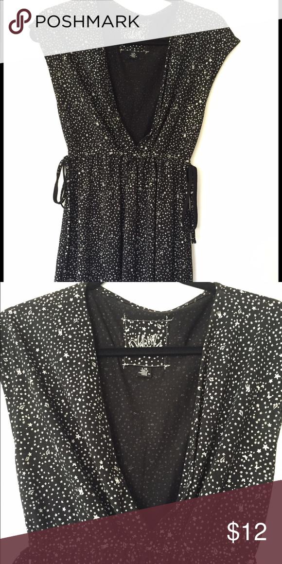 Volcom dress Black & white dress from Volcom. Ties on the side at waist. Size Lg Dresses Mini