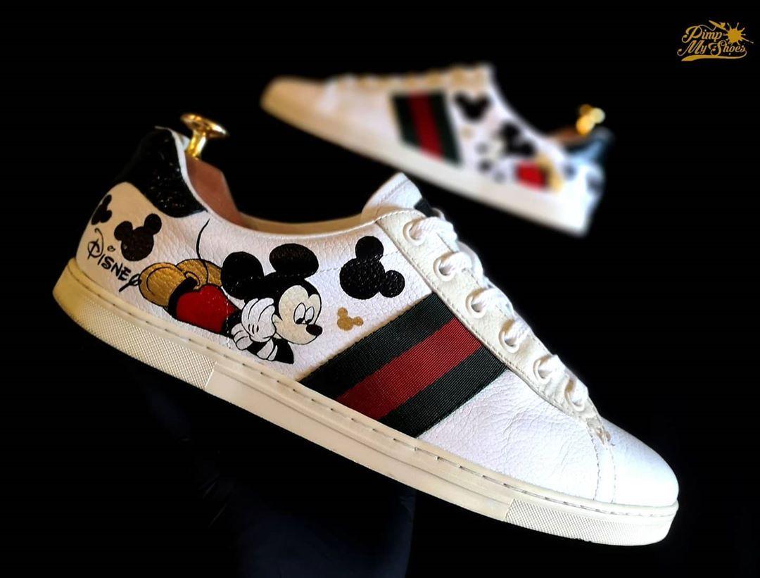 Gucci Mouse 🐭 ____ Po grubszych projektach czas na coś minimalistycznego 🎨 Łapcie nasze małe kolabo Myszki Miki z Gucci 😁 Jak wam sie podoba? 🤔 Przesuń zdjęcie w lewo i zobacz jak wyglądały przed 😱 ____ #custom by @zoyamoth 🦋 ____ #pimpmyshoes #shoes #poznan #posen #poznań #gucci #mouse #mickey #mickeymouse #disney #shoes #shoestagram #personalizacja #personal #style #photooftheday #photoeveryday #picoftheday #style #fashion #art #artshoes