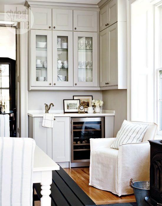 Cucina con ante pensili legno e vetro fino al soffitto   cerca con ...