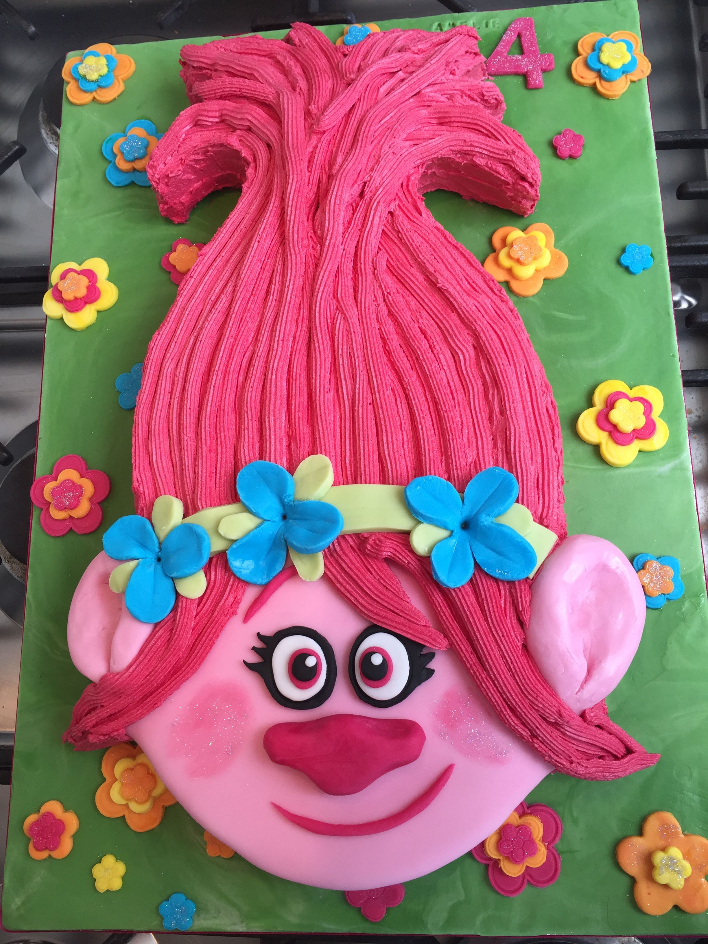 Princess Poppy Trolls Cake I Like Their Facial Features And Flower