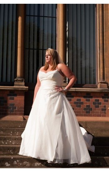 Fast Delivery Plus Size Wedding Dresses Size 22 And Also A Size 28 In Stock Come And Have A T Wedding Dresses Clearance Wedding Dresses Wedding Dresses Uk