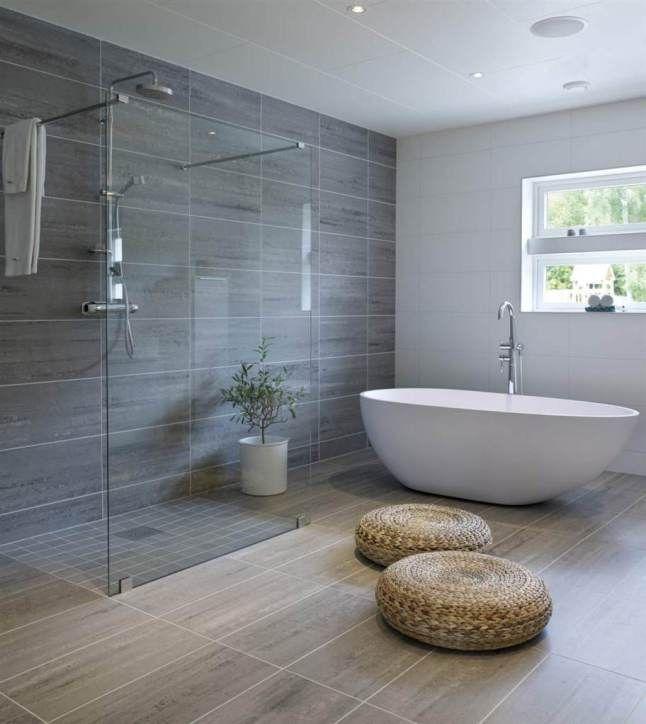 une grande salle de bains avec douche l 39 italienne et baignoire maison pinterest salle. Black Bedroom Furniture Sets. Home Design Ideas