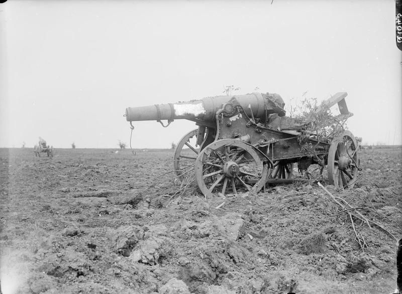 MINISTRY INFORMATION FIRST WORLD WAR OFFICIAL COLLECTION (Q 1043) Captured German gun near ...