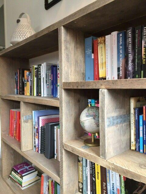 Gave op maat gemaakte boekenkast van steigerhout! Check www ...