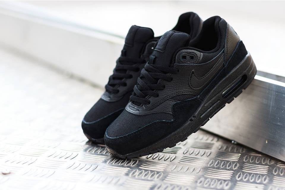 air max 1 all black