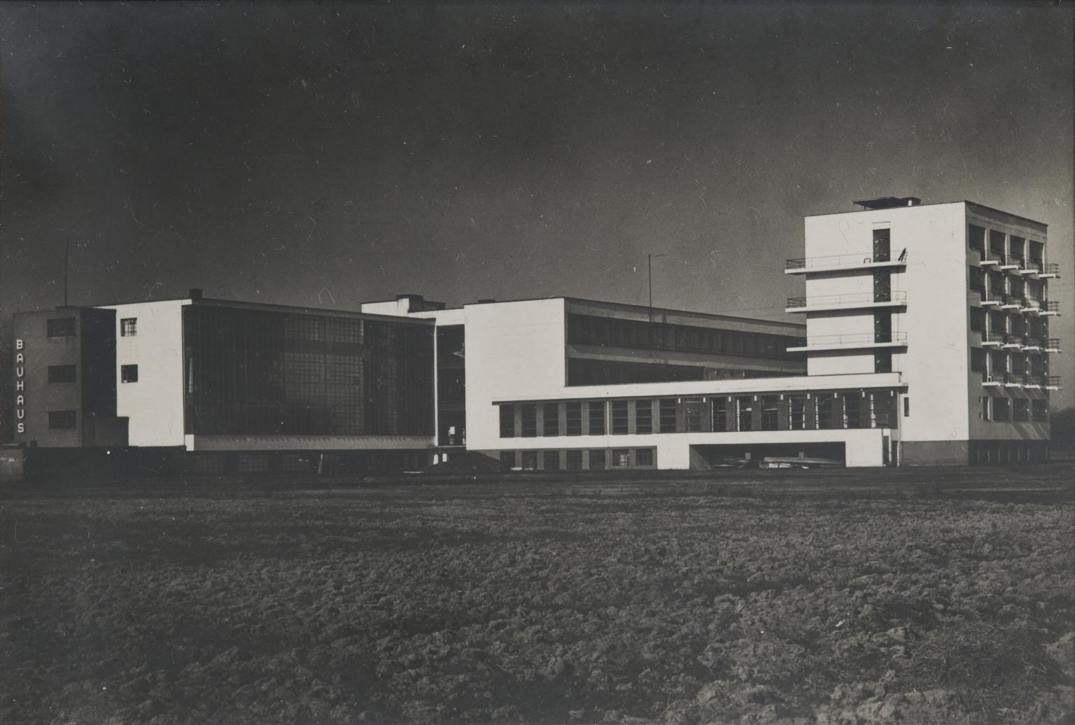 Pin By Tonya Burts On Feel Like Home Bauhaus Bauhaus Building Art