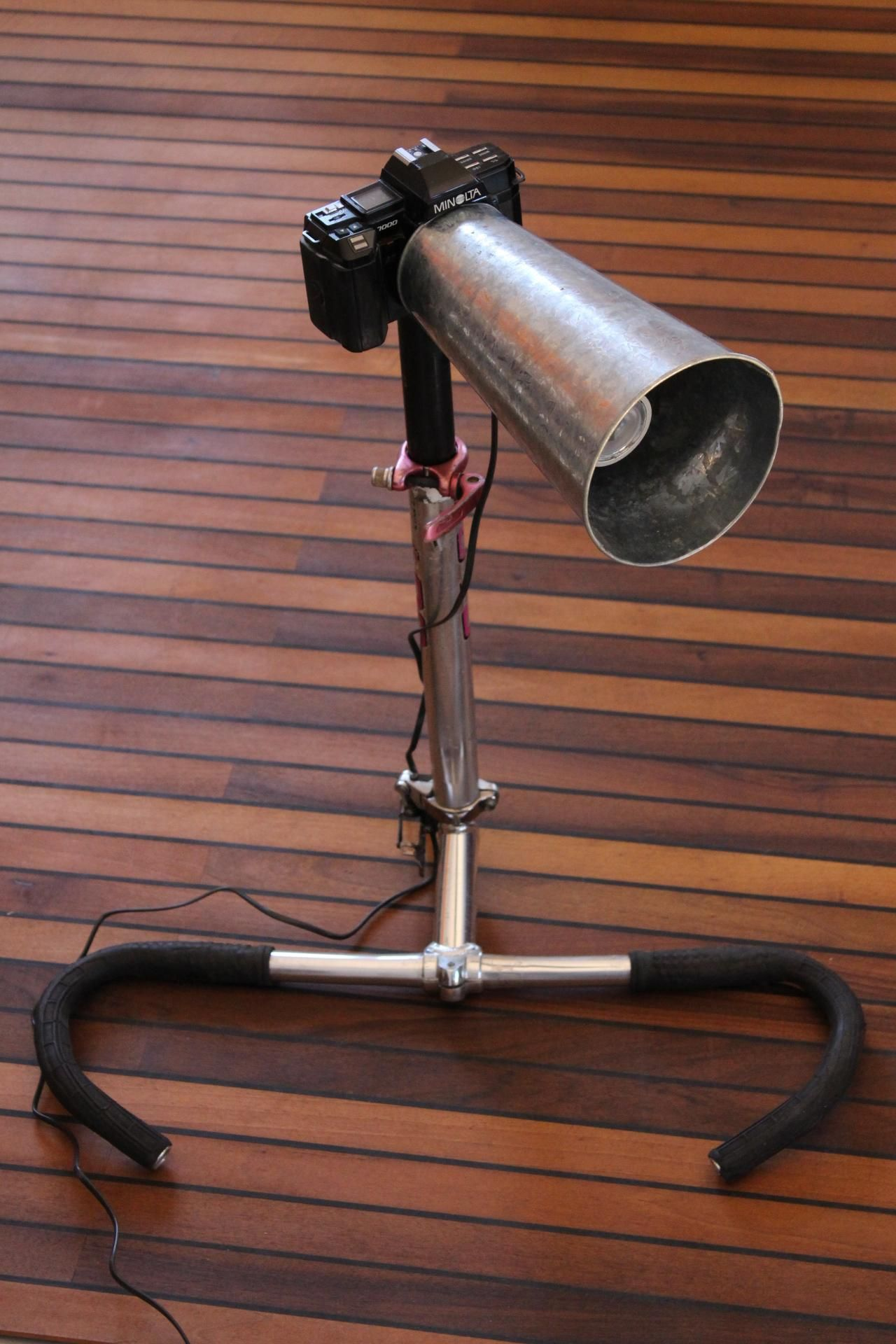 upcycle lampe aus fotokamera und fahrradteilen selber gebaut recycle diy lamp bikeparts. Black Bedroom Furniture Sets. Home Design Ideas