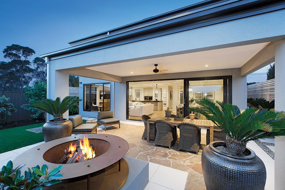 Outdoor alfresco living on the Plaza 44 L with a Classic Hamptons ...