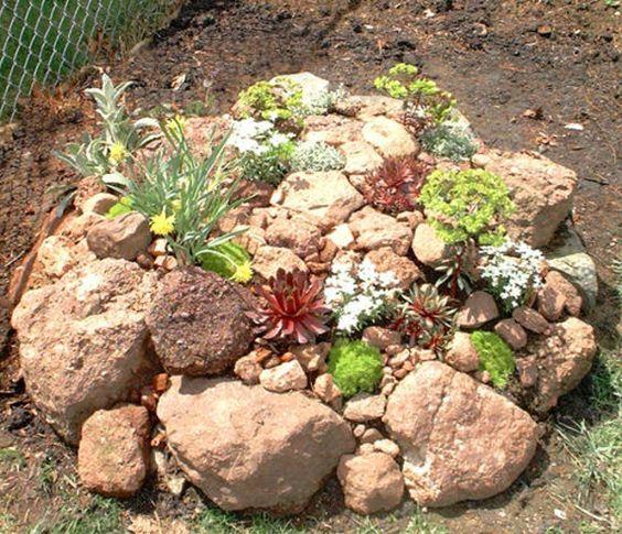 stein dekoration mit kleinen pflanzen im garten - 53 erstaunliche, Gartenarbeit ideen