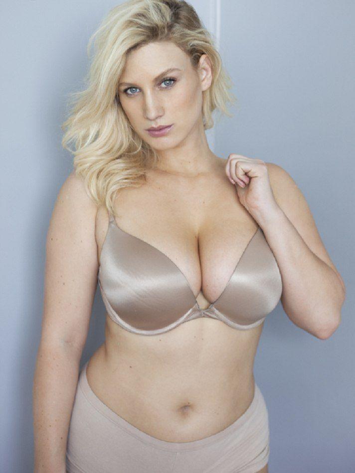Nude Curvy Teen With Big Tits