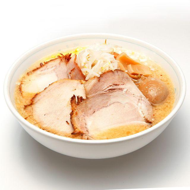 ラーメン一番 - 料理写真:開店以来30年間不動の人気ナンバーワンメニュー。 大きなチャーシュー3枚、味付玉子、大盛りコーン、たっぷりモヤシ、メンマ、ネギ入り。 スープは、正油味、塩味、みそ味からお選び頂けます。