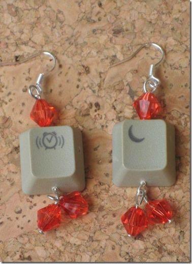 """orecchini tecno-riciclo fatti con tasti del pc dal blog """"1 post creativo al giorno"""""""
