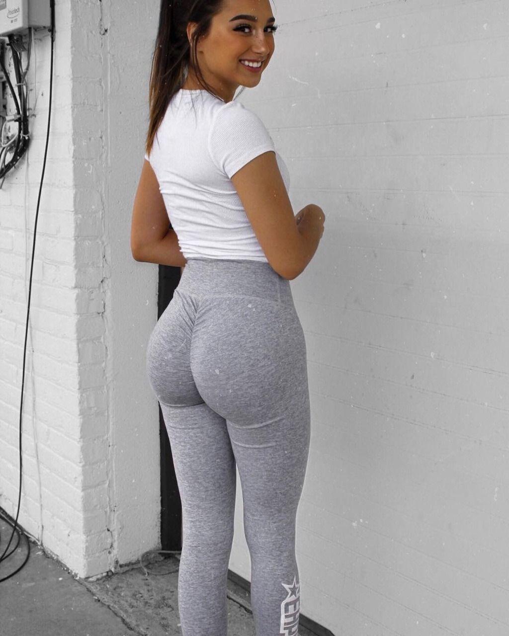 Girls wearing sexy leggings