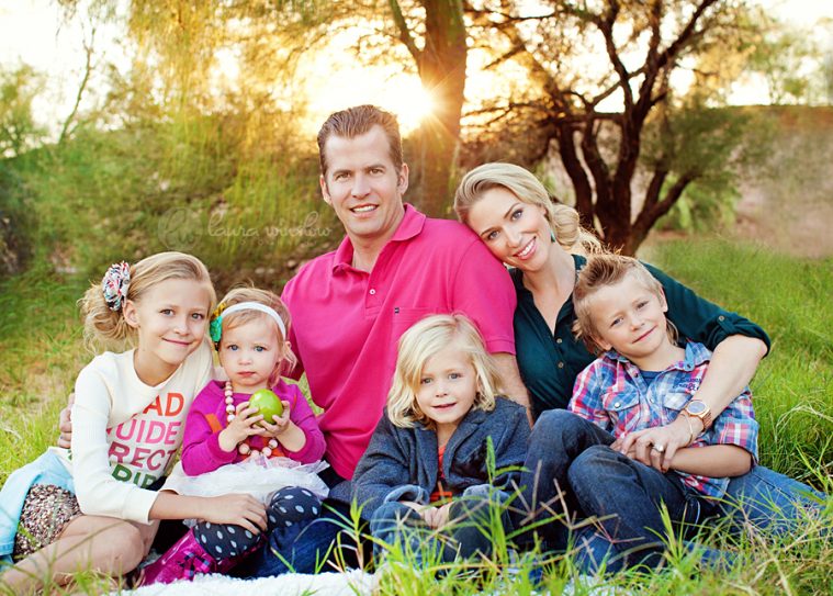 Family of 6 in a field paradise valley family photographer phoenix scottsdale