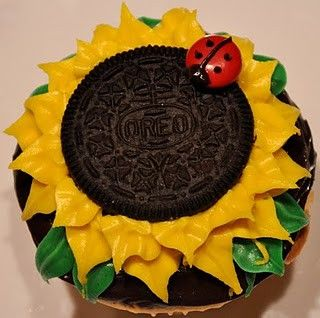 sunflower oreo cupcakes