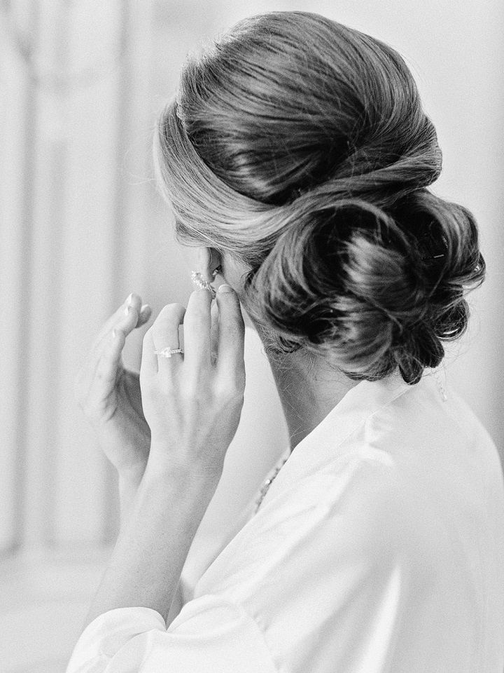 elegant chignon wedding hairstyle  #weddinghair #hairstyles #updos #bridalhair #chignon