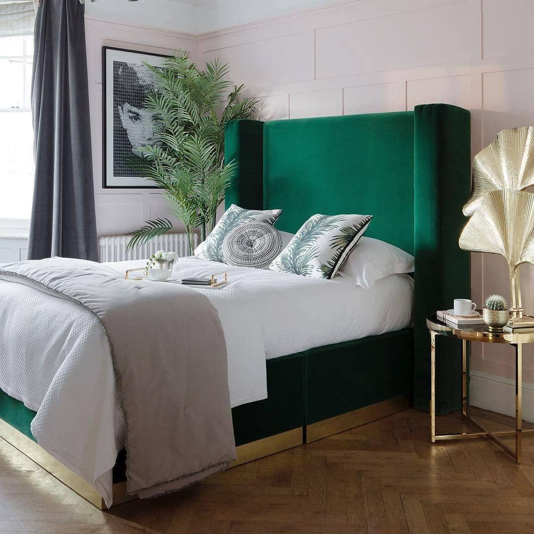 Épinglé par Sara sur lit  Tête de lit vert, Déco maison, Deco