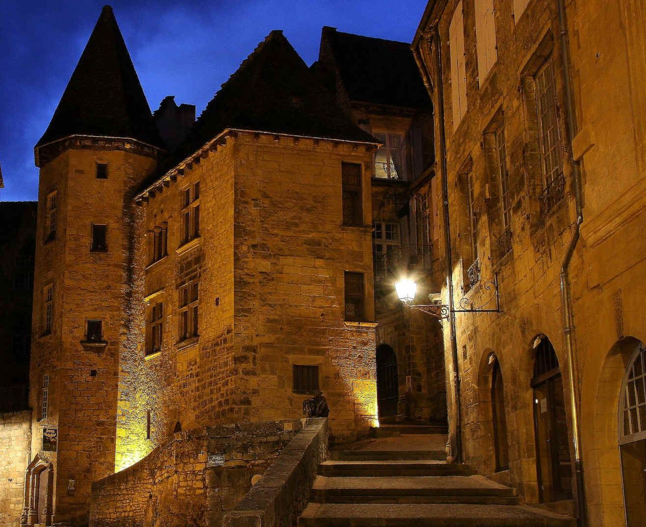 sarlat dans le p rigord noir voyage france dordogne i love culture pinterest perigord. Black Bedroom Furniture Sets. Home Design Ideas