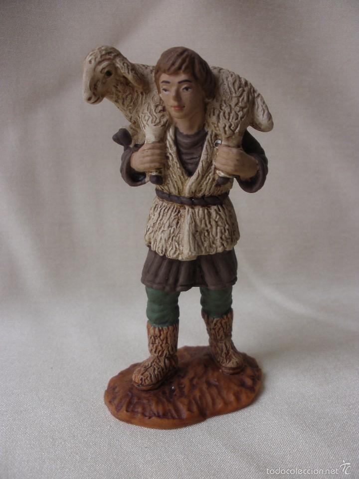 4da8e804451 Figura belen pastor con oveja sobre los hombros de oliver