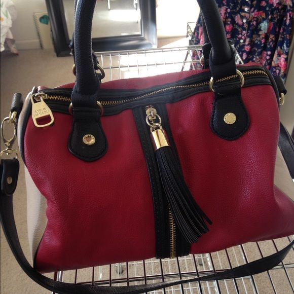Steve Madden Purse It S A Spacious Little Purse It S Red