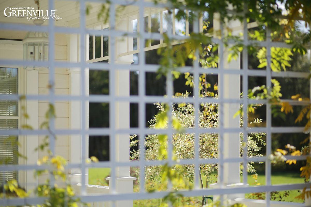 Sonnenschutz auf der Veranda Rankgitter als Sonnenschutz