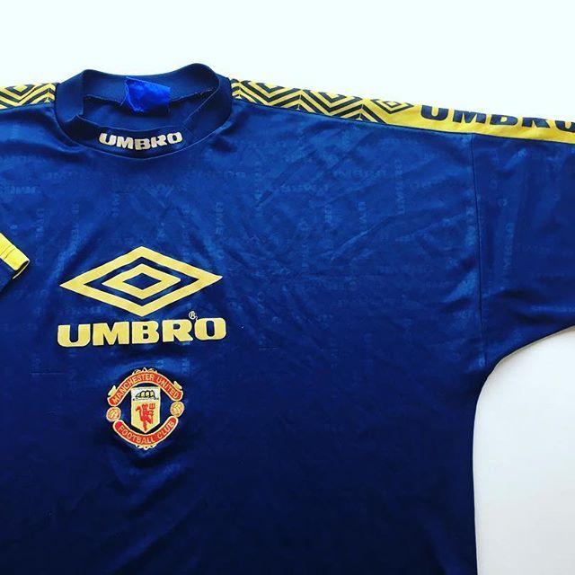 Manchester United Umbro Training Shirt 1998 Link In Bio Mufc Manchesterunited Ma Classic Football Shirts Retro Football Shirts Manchester United Shirt