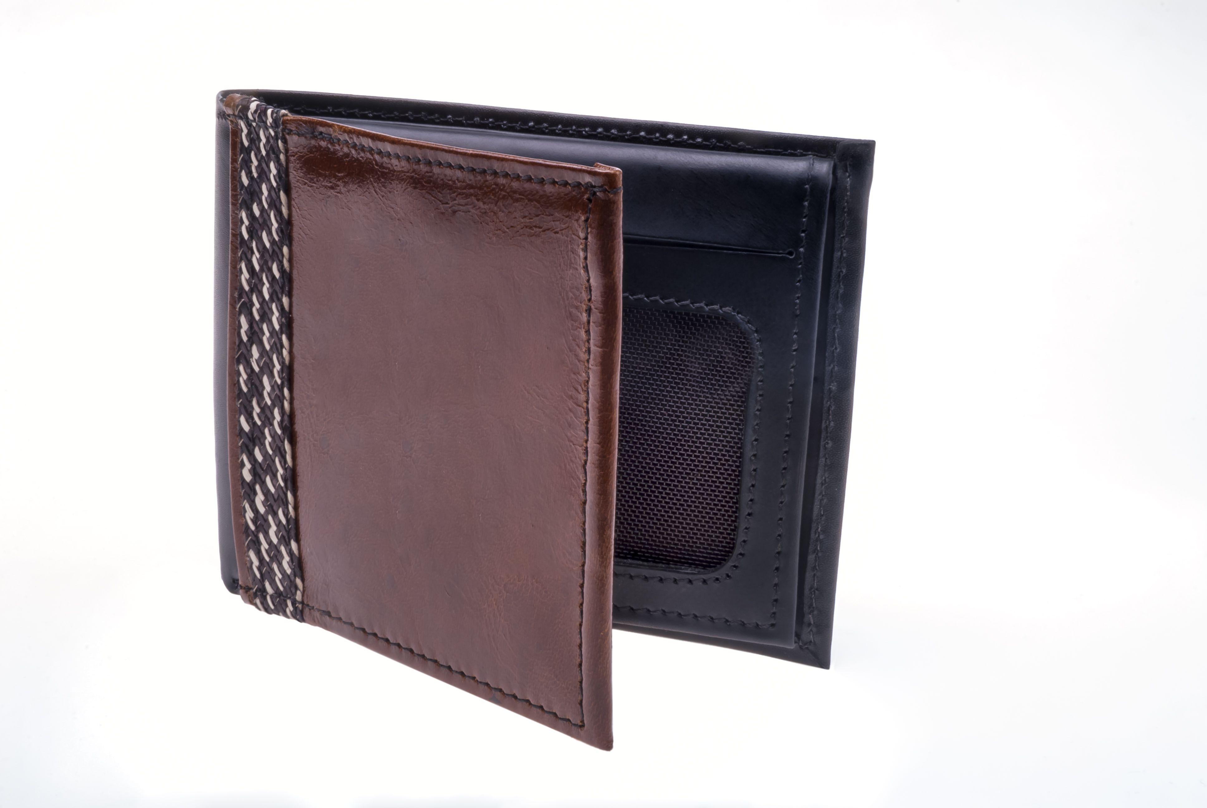 Billetera en cuero y caña flecha. Color marrón