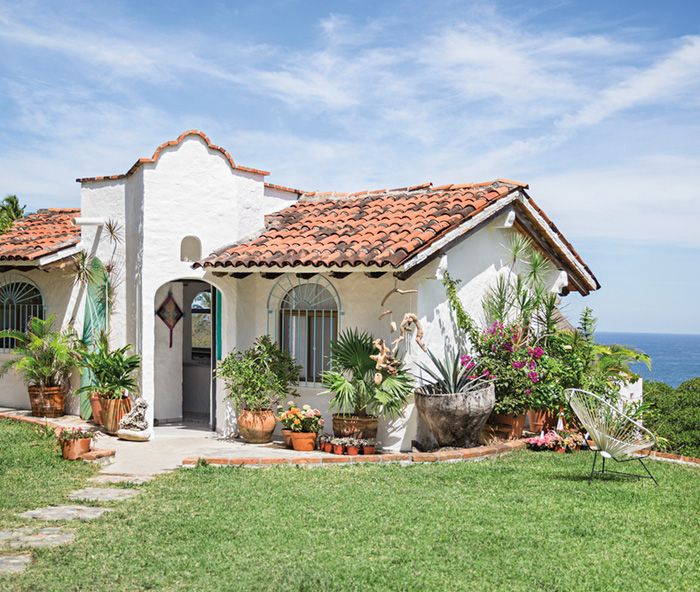 Une Petite Maison En Bord De Mer Spanish Revival Home
