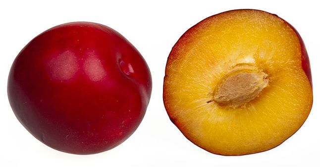 How To Buy Store And Cook With Plums In Season In June Bon Appetit Plum Benefits Fruit Nutrition Plum Fruit