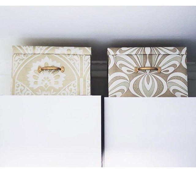 DIY: Giv dine IKEA kasser lidt glamour med vintagetapet fra Retro Villa ✨🌟💫 foto @homescapecph  #ikeahacking #retrovilla #vintagetapet #vintagewallpaper #ikeahack #diy