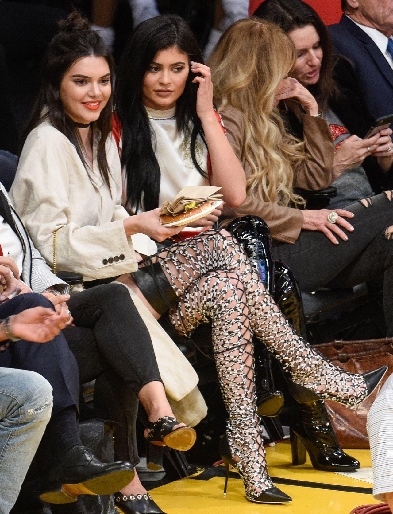 Celebrites Kylie Jenner Kendall Jenner nude photos 2019