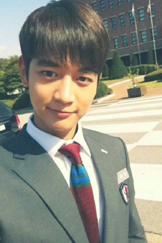 SHINee's Minho posts a picture of himself for the last episode of 'To the Beautiful You'