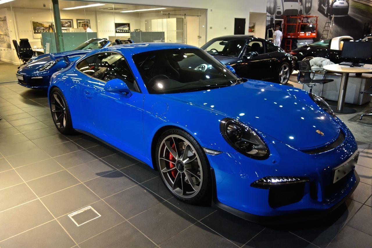 Voodoo Blue Porsche 991 GT3.