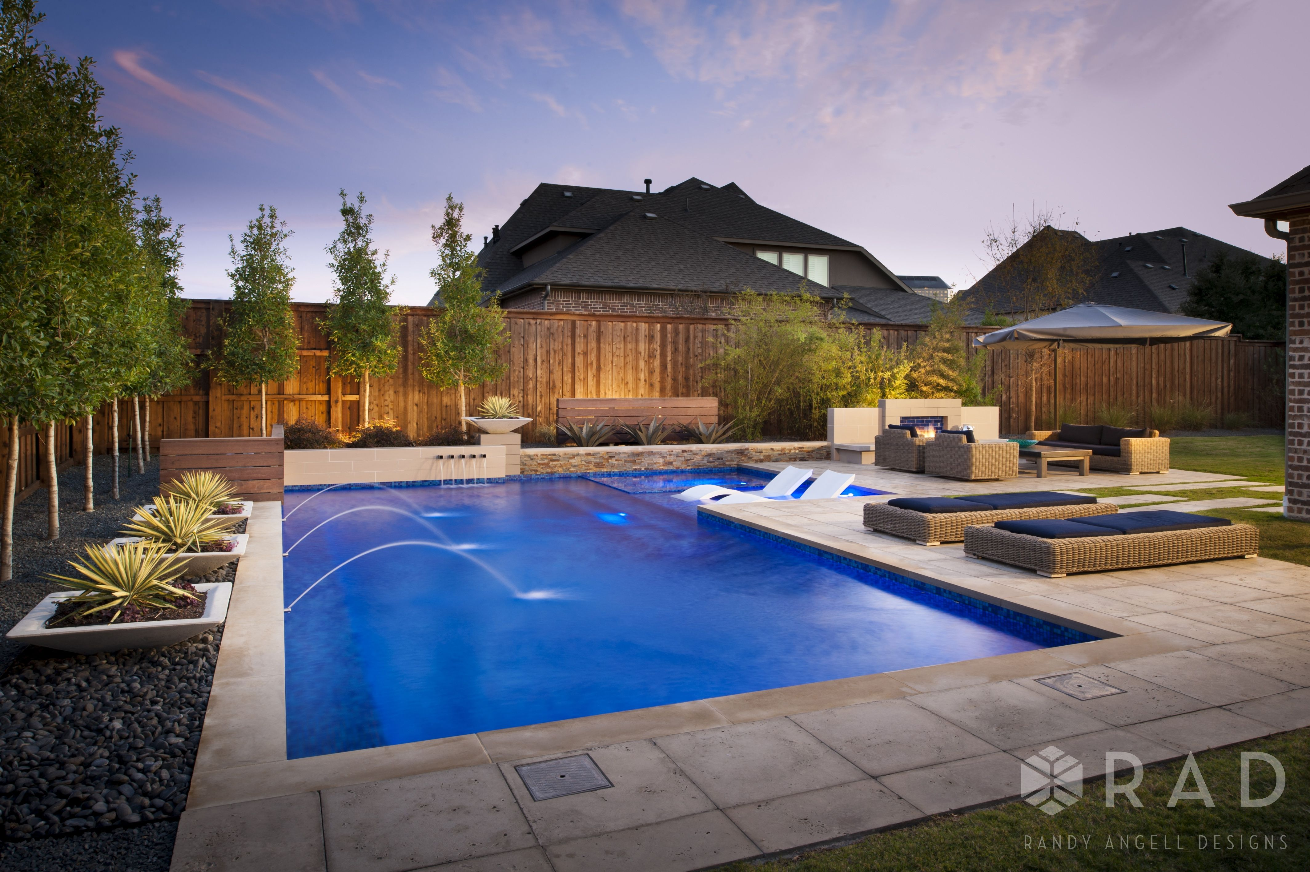 Modern L Shaped Swimming Pool And Outdoor Entertaining Area Designed By Randy Angell Designs Raised Feature Modern Landscaping Modern Pools Pool Environment