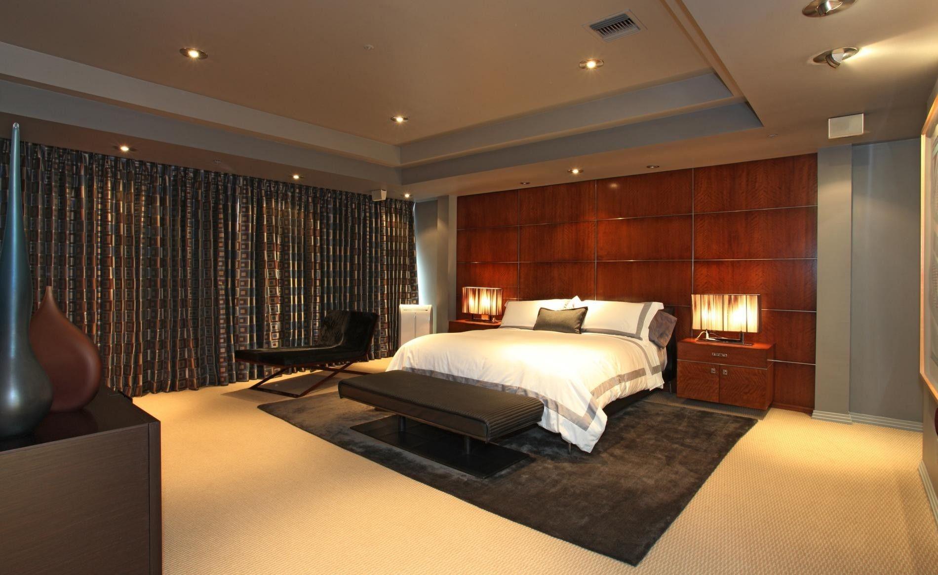 Schöne Braune Holz Modernes Design Schlafzimmer Honeymoon White Decken  Kissen End Tisch Lampe Nacht Grau Teppich