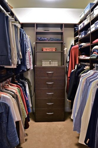 How To Organize A Small Walk In Closet Organizing Walk In Closet Closet Layout Closet Bedroom