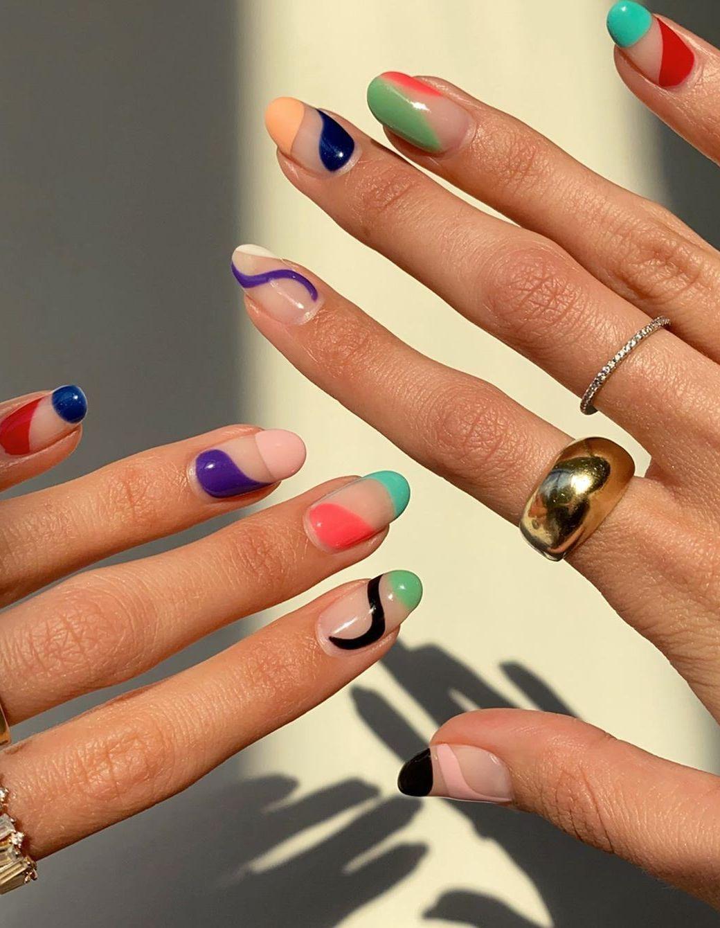 Abstract Nails : la manucure colorée qui envahit Instagram – Elle