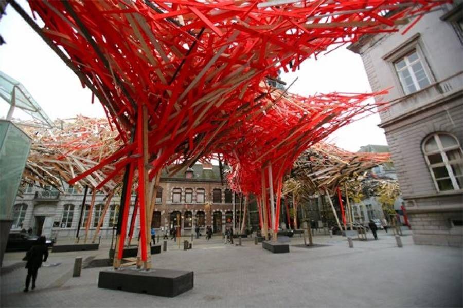 L'installazione in legno realizzata dal designer belga Arne Quinze a Mons, città della cultura 2015