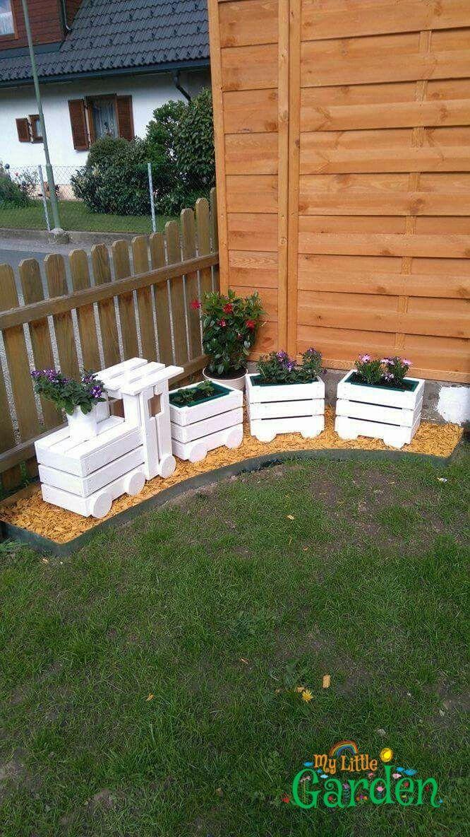 Eisenbahn Mit Blumen Garten Deko Diy Garden Furniture Diy Garden Garden Deco