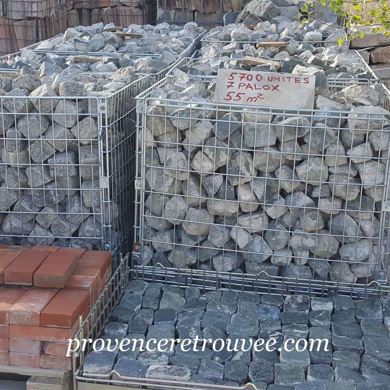 Carrelage Pierre Naturelle Nantes lot de pavés de rue ancien en pierre naturelle gris foncé